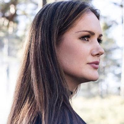 Girl wil long hair side profile