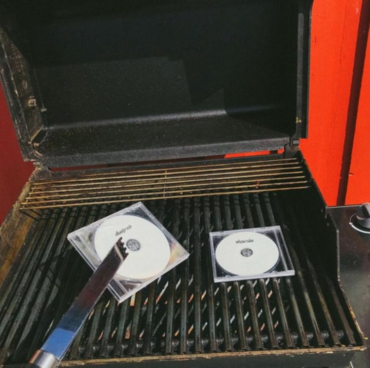 CDs grilling