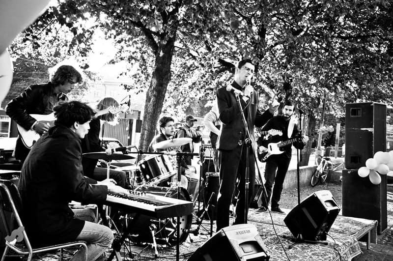 Live band outside
